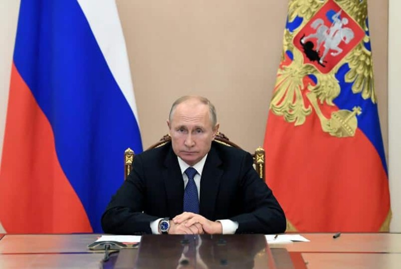 Ρωσία: Ο Πούτιν υπέρ της άρσης της πατέντας των εμβολίων
