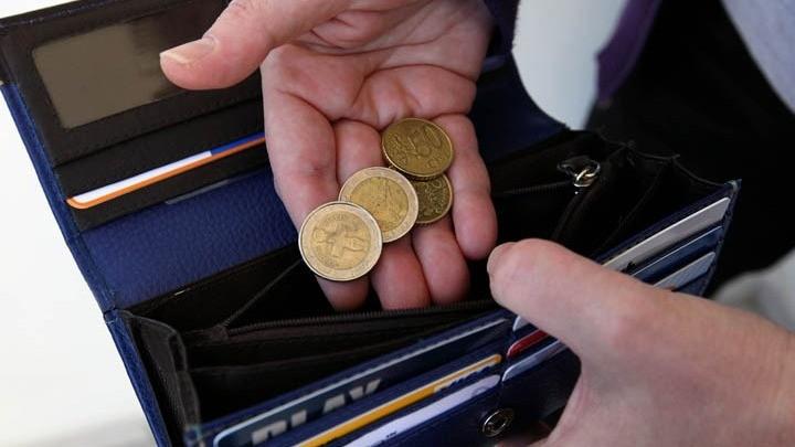 Ενας στους δυο παγκοσμίως είδε μείωση εισοδήματος λόγω Covid