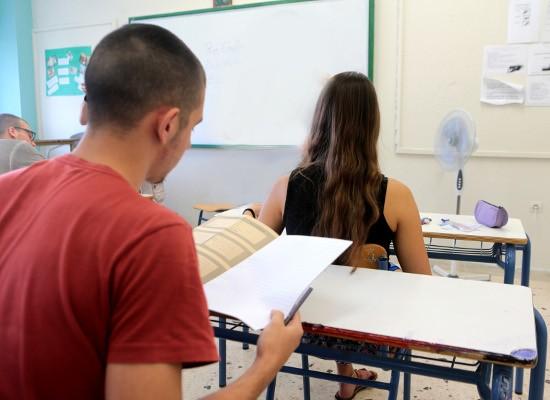 Πανελλαδικές εξετάσεις: Δείτε τα θέματα που έπεσαν στη Νεοελληνική Γλώσσα