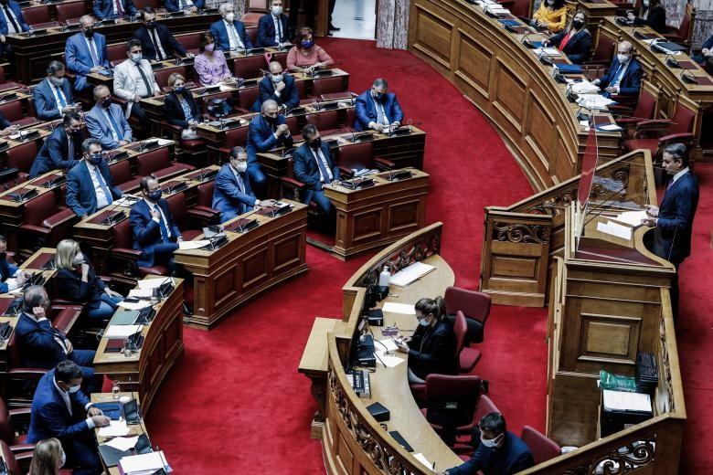 Βουλή: Ψηφίστηκε το εργασιακό νομοσχέδιο με 158