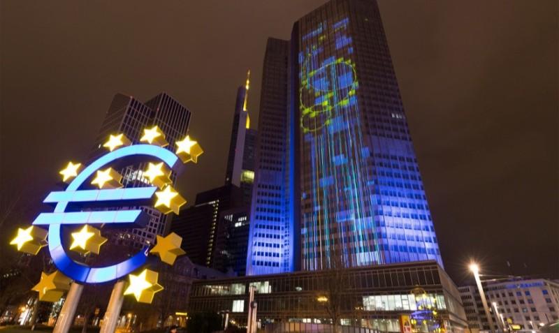 ΕΚΤ: Προς αναθεώρηση στρατηγικής στη νομισματική πολιτική