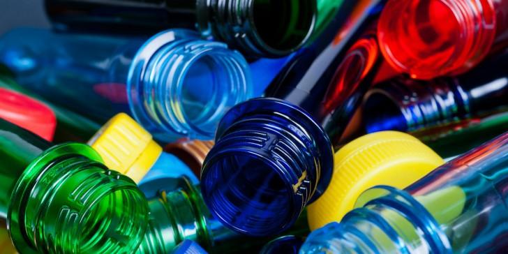 Η παγκόσμια παραγωγή πλαστικών μειώθηκε το 2020