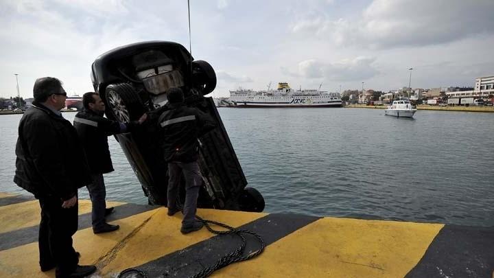 Αυτοκίνητο έπεσε στο λιμάνι του Πειραιά - Νεκρός ο οδηγός
