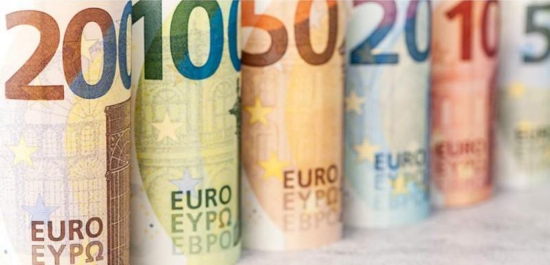 Χαμηλότερα κινείται το ευρώ στις διεθνείς αγορές