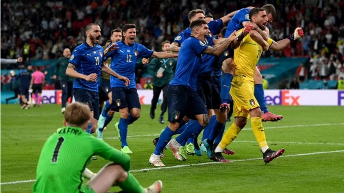 Πρωταθλήτρια Ευρώπης στα πέναλτι η Ιταλία
