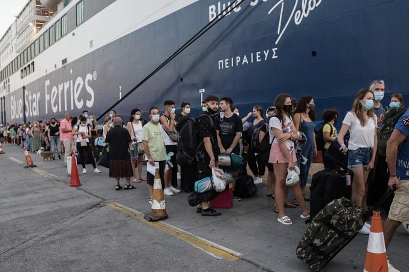 Την τελευταία εβδομάδα δεν επετράπη η επιβίβαση σε πάνω από 4.500 ταξιδιώτες