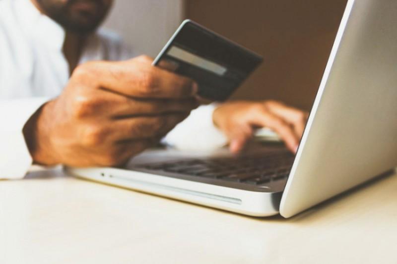 ΣΕΛΠΕ: Μία τουλάχιστον αγορά online έκαναν οι 5 στους 10 χρήστες Internet τον τελευταίο μήνα