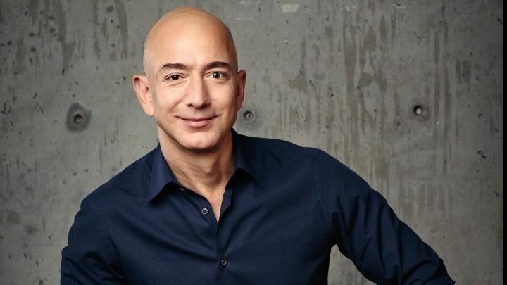 O Τζεφ Μπέζος παραδίδει το τιμόνι της Amazon