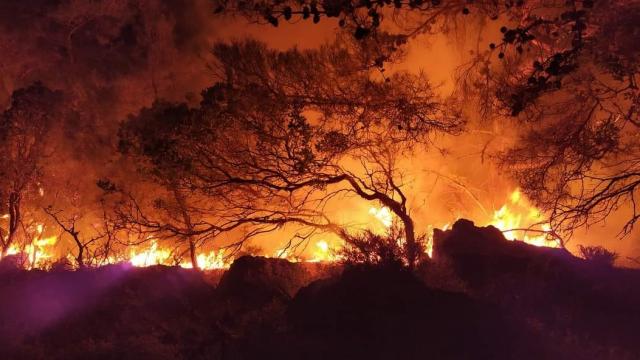 Σε ύφεση τα μέτωπα της πυρκαγιάς στη Ρόδο