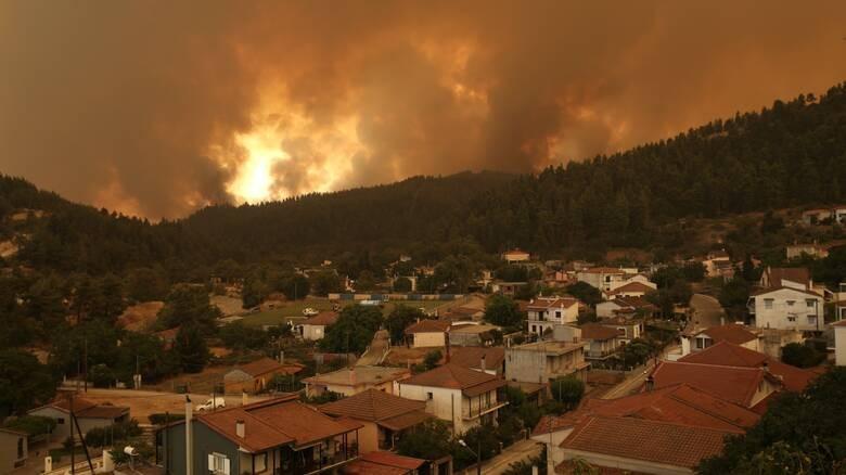 Στο έλεος της φωτιάς η Βόρεια Εύβοια - Αναζωπυρώσεις στην Ηλεία