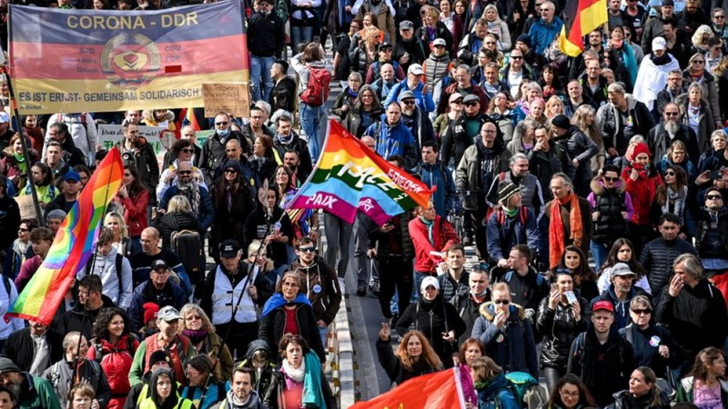 Γερμανία: Νέα διαδήλωση κατά των μέτρων και των εμβολίων