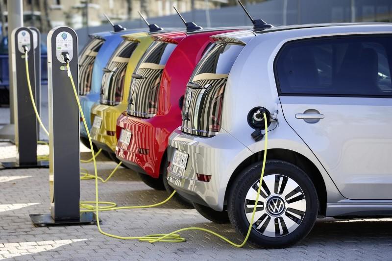 Πως πλένονται τα ηλεκτρικά αυτοκίνητα