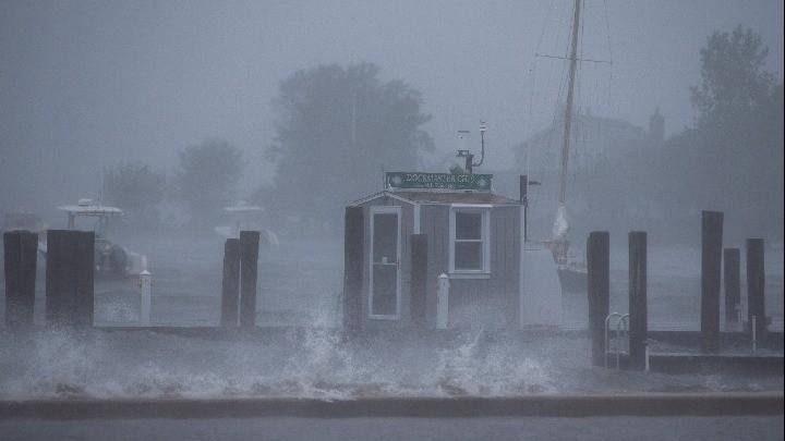 ΗΠΑ: Η τροπική καταιγίδα Χένρι έπληξε τις αμερικανικές ακτές