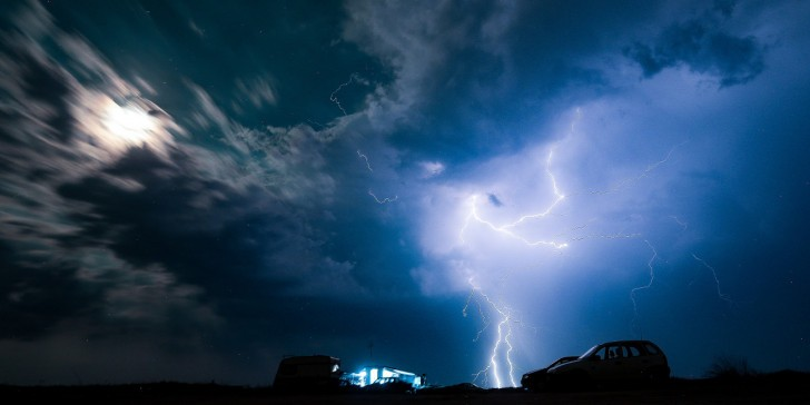 Meteo: Βροχές σε Αρκαδία και Εύβοια θα σβήσουν τις φωτιές