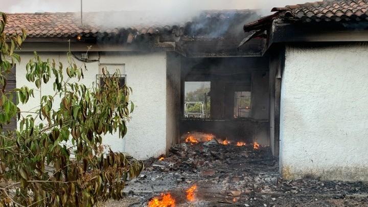 Υπουργείο Υποδομών: 412 οι επικίνδυνες κατοικίες από τις πυρκαγιές