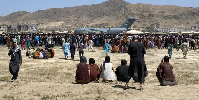 Εφιαλτική πρόβλεψη ΟΗΕ: 500.000 πρόσφυγες από το Αφγανιστάν
