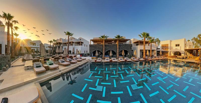 Ανοίγει τις πύλες του το πολυτελές Radisson Blu Zaffron Resort στη Σαντορίνη