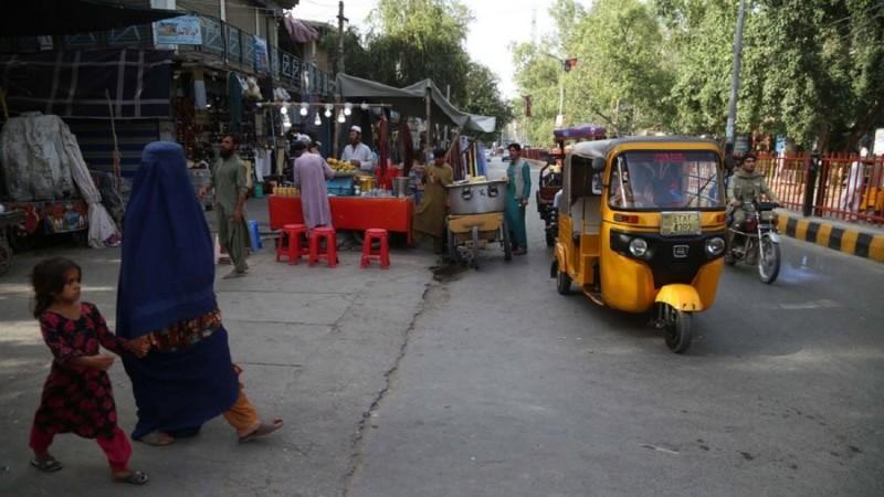 ΔΝΤ και ΗΠΑ κλείνουν την «κάνουλα» των χρημάτων στους Ταλιμπάν