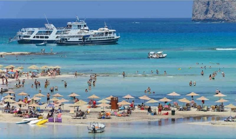 FT: Νικήτρια η Ελλάδα στην τουριστική ανάκαμψη