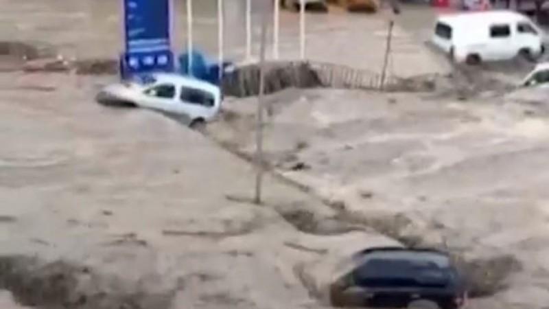 Τουρκία: Τέσσερις νεκροί από αιφνίδιες πλημμύρες