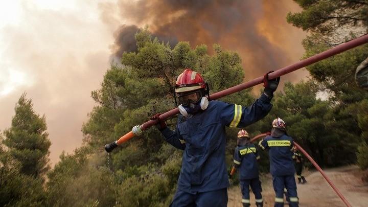 Πολύ μεγάλο μέτωπο της πυρκαγιάς στη Β. Αττική