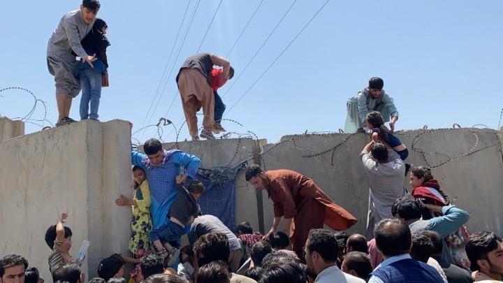 Αφγανιστάν: Πλήθη ανθρώπων προσπαθούν να διαφύγουν