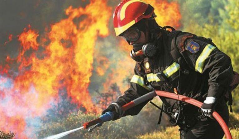 Μάχη των πυροσβεστών στην Κάρπαθο με δυο πυρκαγιές