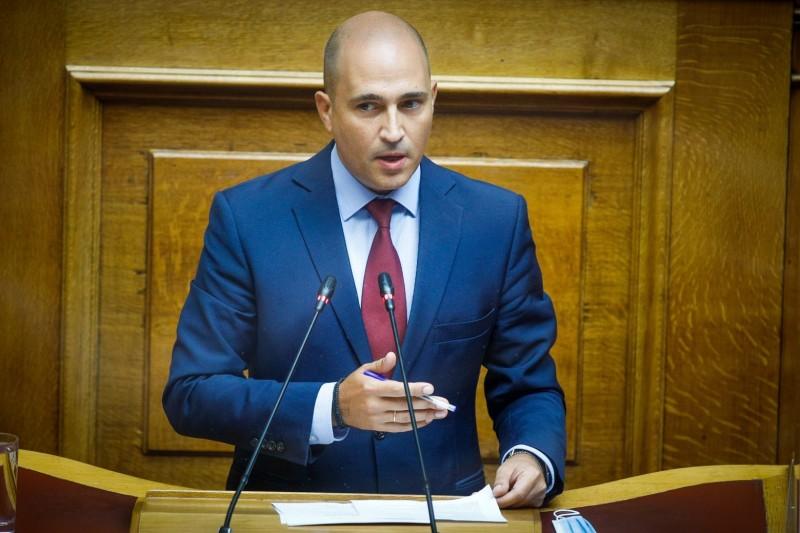 Σύσσωμη η αντιπολίτευση ζητά τη διαγραφή του Κωνσταντίνου Μπογδάνου από την ΝΔ