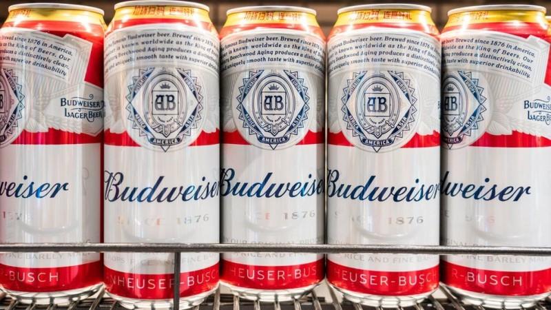 ΕΛΒΑΛΧΑΛΚΟΡ: Το πρώτο κουτί μπύρας στην Ευρώπη με το χαμηλότερο αποτύπωμα άνθρακα