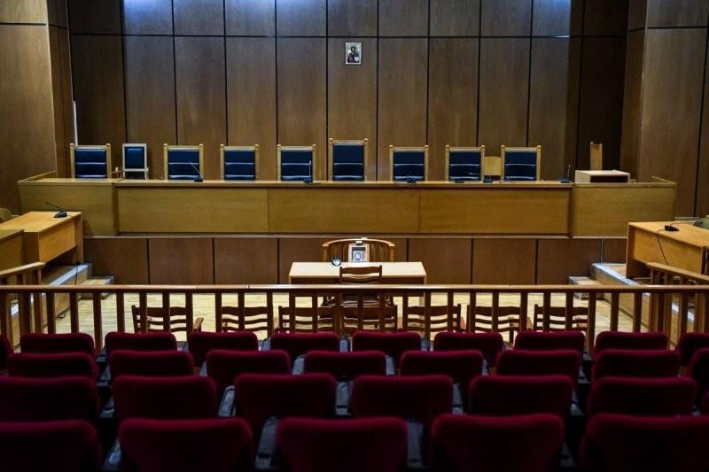 Θεσσαλονίκη: Σε 15 μήνες φυλάκιση με τριετή αναστολή καταδικάστηκε ο αντιεμβολιαστής πατέρας