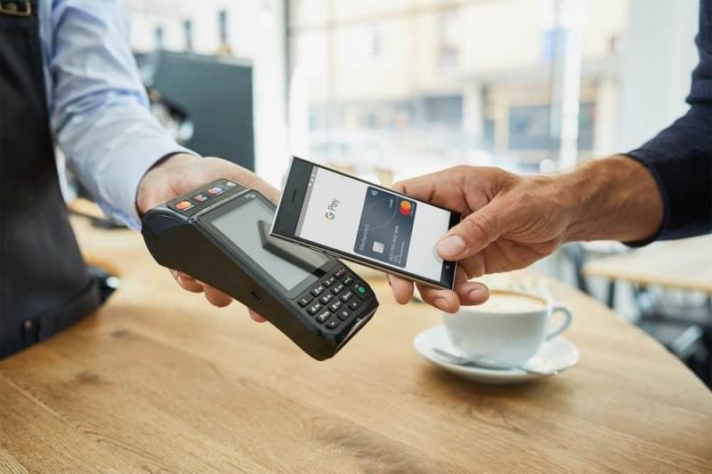 Εγκαινιάζει το Google Pay για ανέπαφες πληρωμές η Alpha